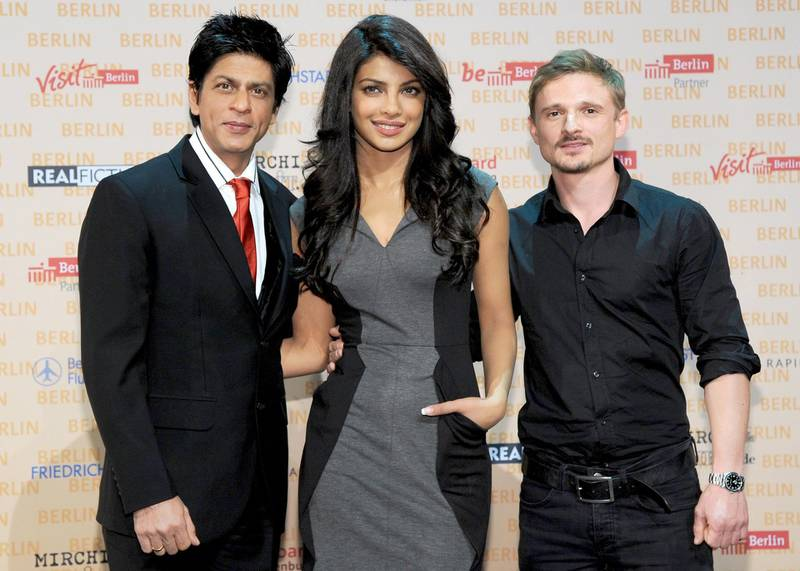 epa02406575 Indian actors Shahrukh Khan (L), Priyanka Chopra (C) and German actor Florian Lukas (R)attend the press conference on his film 'Don 2' in Berlin, Germany, 22 October 2010. The film shot in the German capital is to be in German cinemas end of 2011.  EPA/BRITTA PEDERSEN