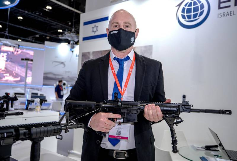 Abu Dhabi, United Arab Emirates, February 22, 2021.  Idex 2021 Day 2.Ron Pollak of Ithe Israeli firearms company, EMTAN, carrying the MZ-4P automatic rifle.Victor Besa / The NationalSection:  NAReporter:  John Dennehy