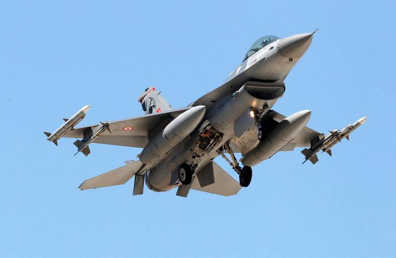 """A Turkish F-16 fighter jet approaches the tarmac of Incirlik airbase in the southern Turkish city of Adana July 4, 2012. Turkey's armed forces command said on Wednesday it had found the bodies of both pilots of an F-4 jet shot down by Syria last month and was trying to retrieve them from the seabed. Relations between Ankara and Damascus hit a new low after Syria shot down the Turkish reconnaissance plane over the Mediterranean on June 22, prompting a sharp rebuke from Turkey, which said it would respond """"decisively"""". REUTERS/Umit Bektas (TURKEY - Tags: POLITICS MILITARY)"""