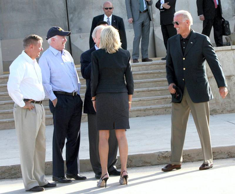 US Sen. Joe Lieberman speaks to Jill, the wife of Vice President Joe Biden (R) as Sen. Lindsay Graham (L) and U.S. Sen. John McCain (2nd L) looks on, during a surprise visit to Baghdad, on July 3, 2010. AFP PHOTO / ALI AL-SAADI (Photo by ALI AL-SAADI / AFP)