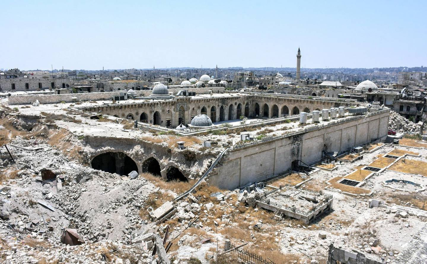 A picture taken on July 22, 2017 in the northern Syrian city of Aleppo, which was recaptured by government forces in December 2016, shows a general view of the destruction at the site of the ancient Great Umayyad Mosque in the old city. / AFP PHOTO / George OURFALIAN
