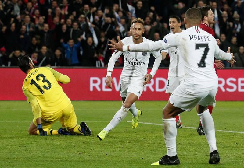 epa07196155 Neymar (C) of Paris Saint Germain celebrates after scoring during the UEFA Champions League Group C soccer match between Paris Saint Germain and Liverpool at the Parc des Princes stadium in Paris, France, 28 November 2018.  EPA/YOAN VALAT