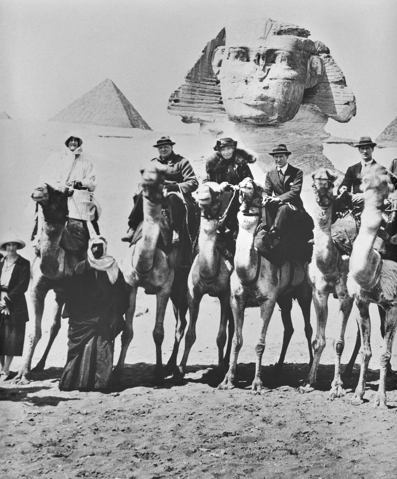 HGF9CR Mr & Mrs Winston Churchill, T.E.Lawrence and Gertrude Bell on camels in front of the Sphinx. Egypt 15th February 1921. Alamy