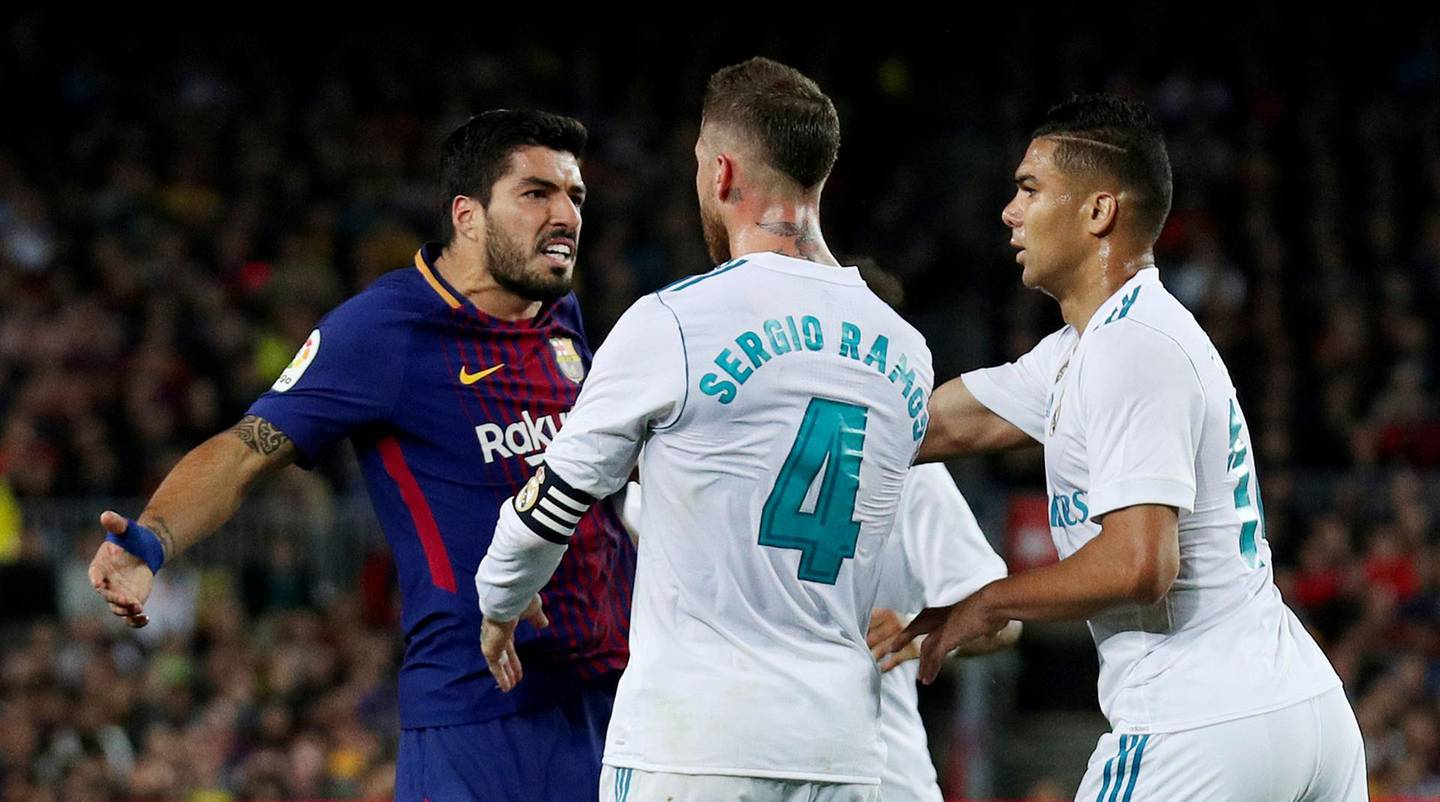 Soccer Football - La Liga Santander - FC Barcelona v Real Madrid - Camp Nou, Barcelona, Spain - May 6, 2018   Barcelona's Luis Suarez clashes with Real Madrid's Sergio Ramos and Casemiro    REUTERS/Albert Gea     TPX IMAGES OF THE DAY