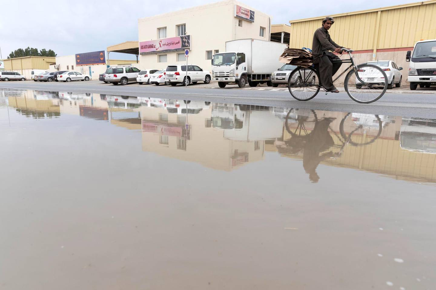 DUBAI, UNITED ARAB EMIRATES. 10 APRIL 2019. Moderate rainfall in Dubai during the night with light drizzle in the morning hours created some road obstructions for motorists. (Photo: Antonie Robertson/The National) Journalist: None. Section: National.